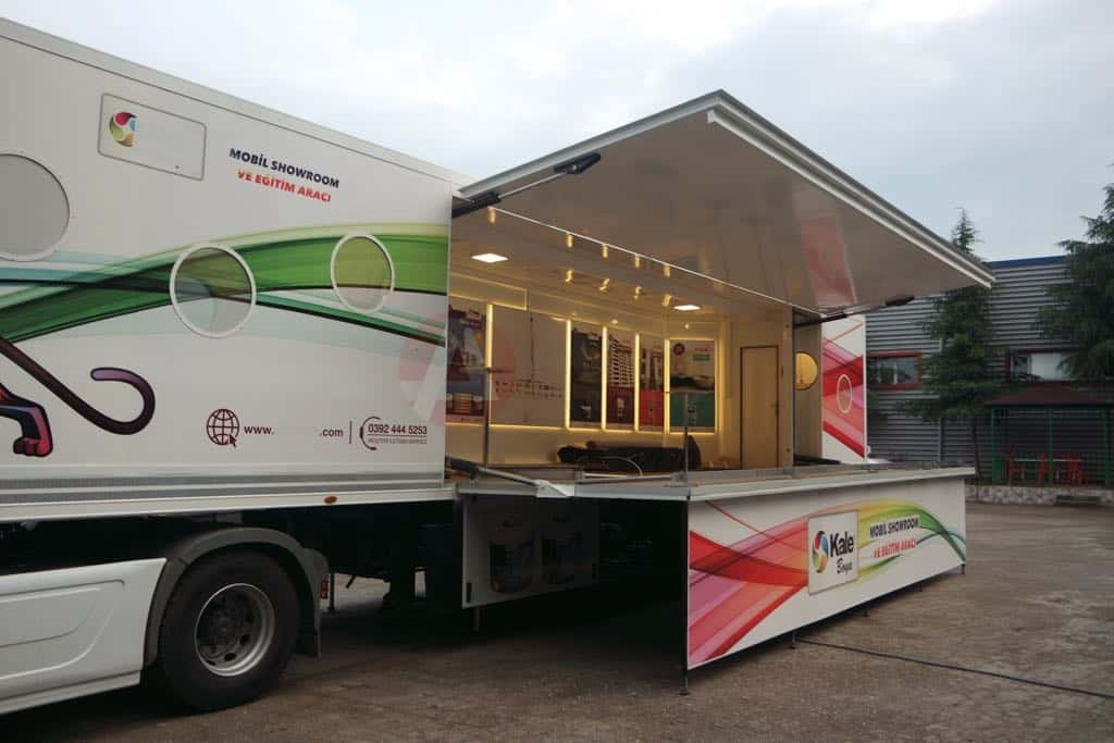 First Mobile Stage Vehicle Trailers of 2018 Delivered to Owners