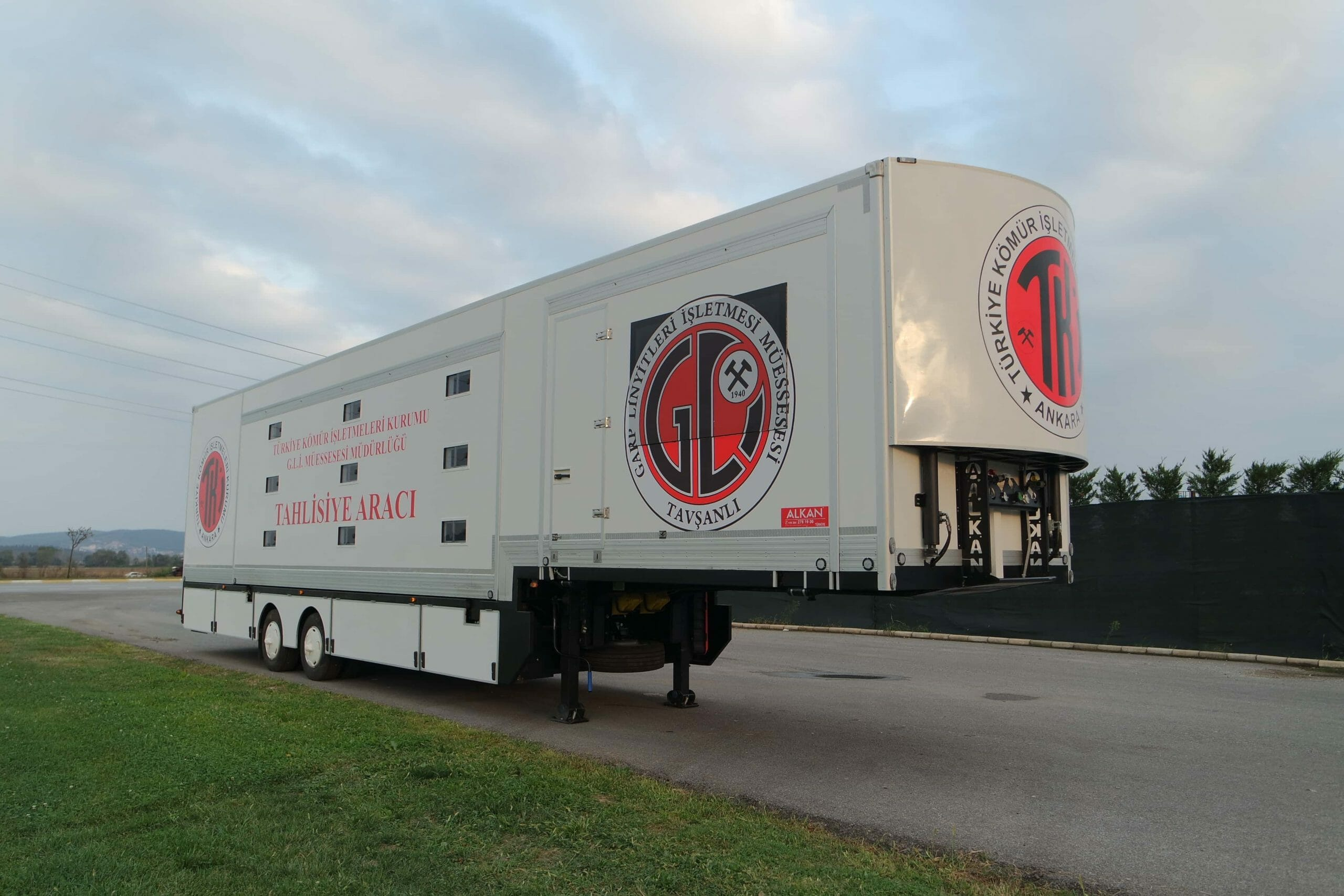 mobile-dormitory-trailer-vehicle-4-scaled.jpg