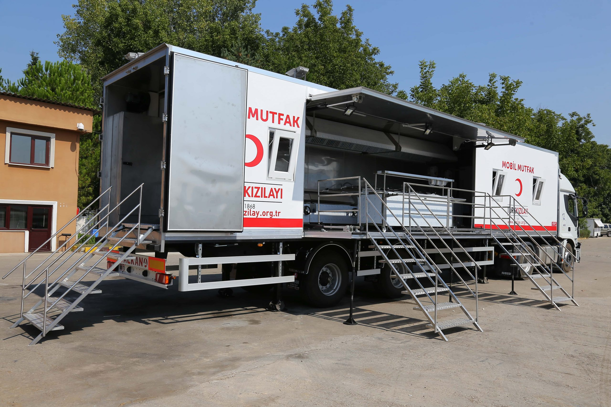 mobile-field-kitchen-trailer-vehicle-3-scaled.jpg