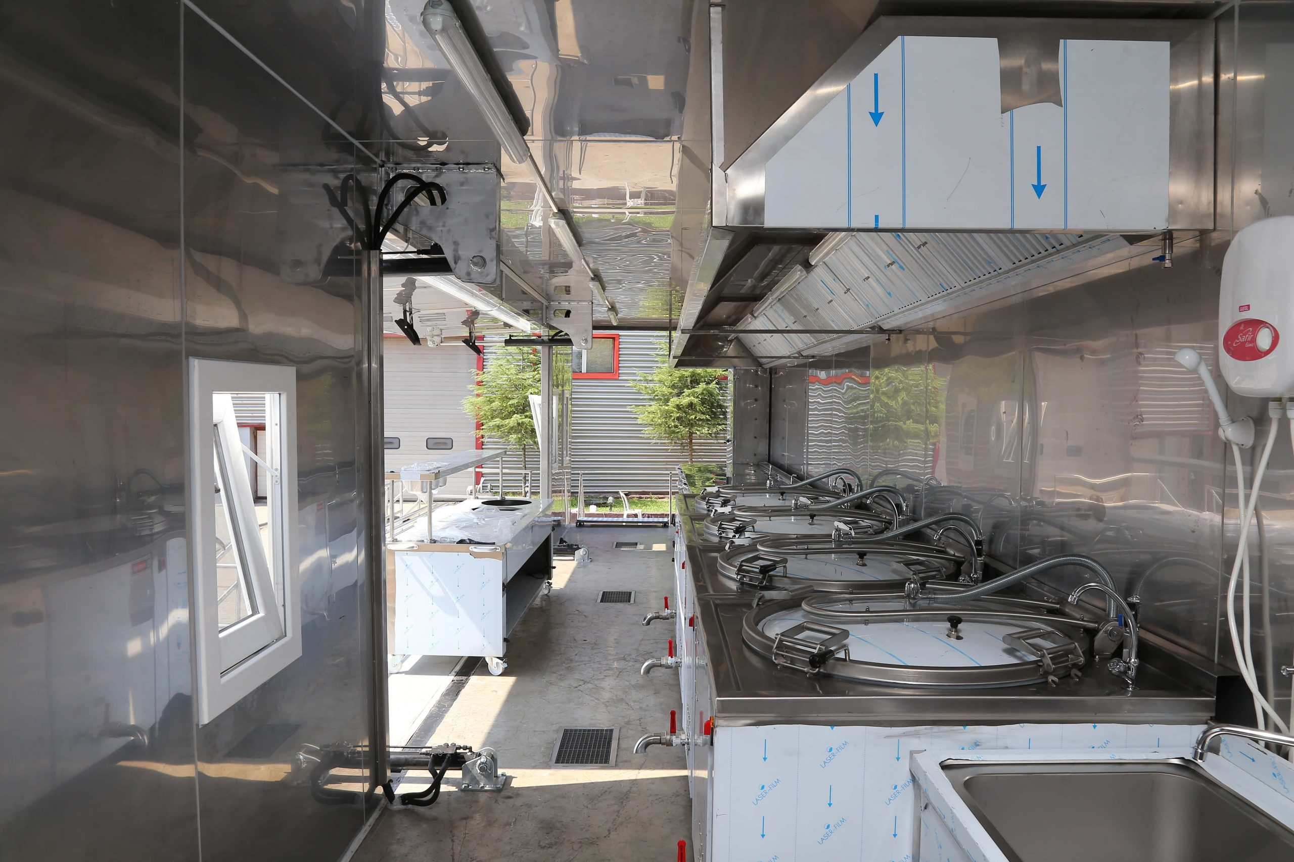 mobile-field-kitchen-trailer-vehicle-4-scaled.jpg