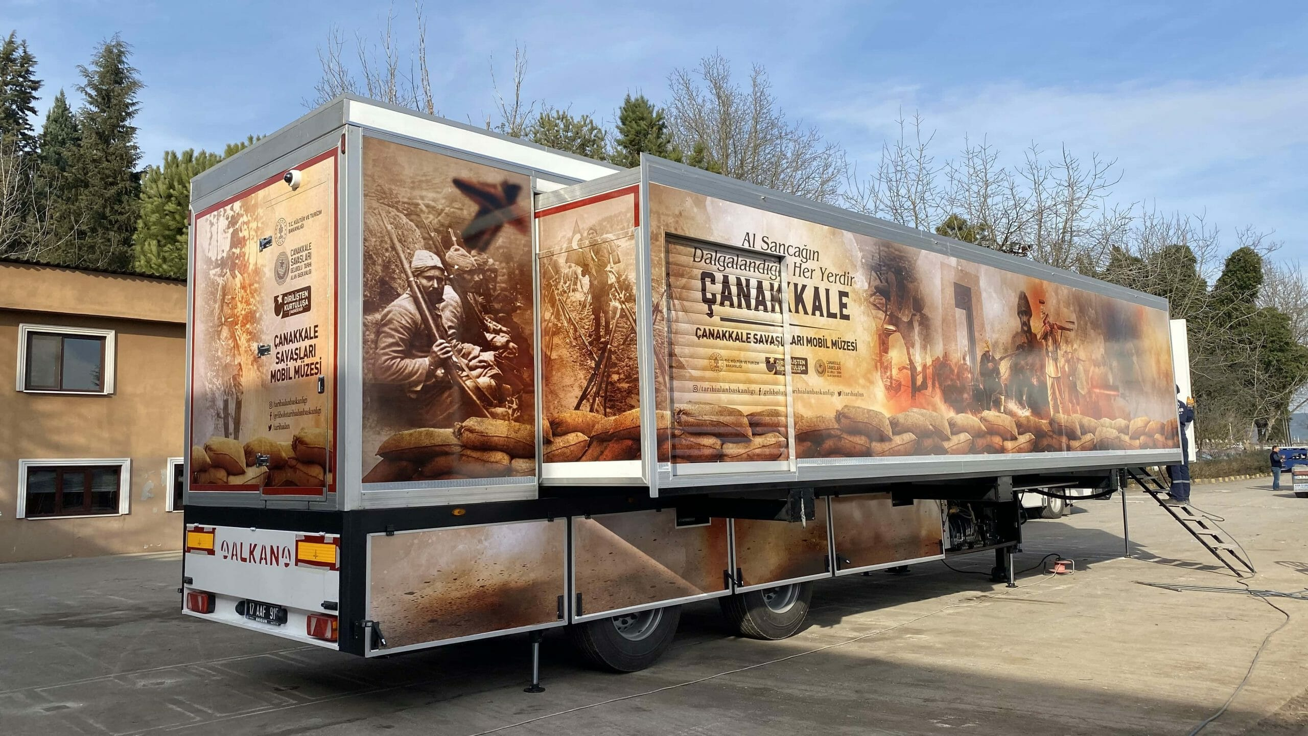 mobile-museum-vehicle-trailer-2-scaled.jpg