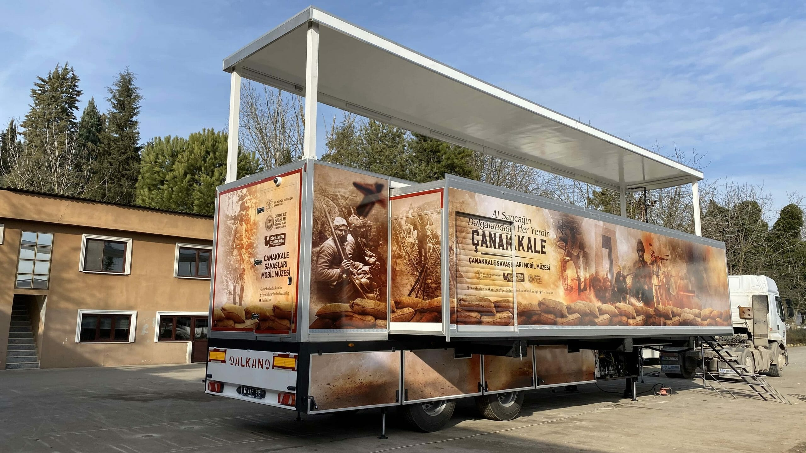 mobile-museum-vehicle-trailer-6-scaled.jpg