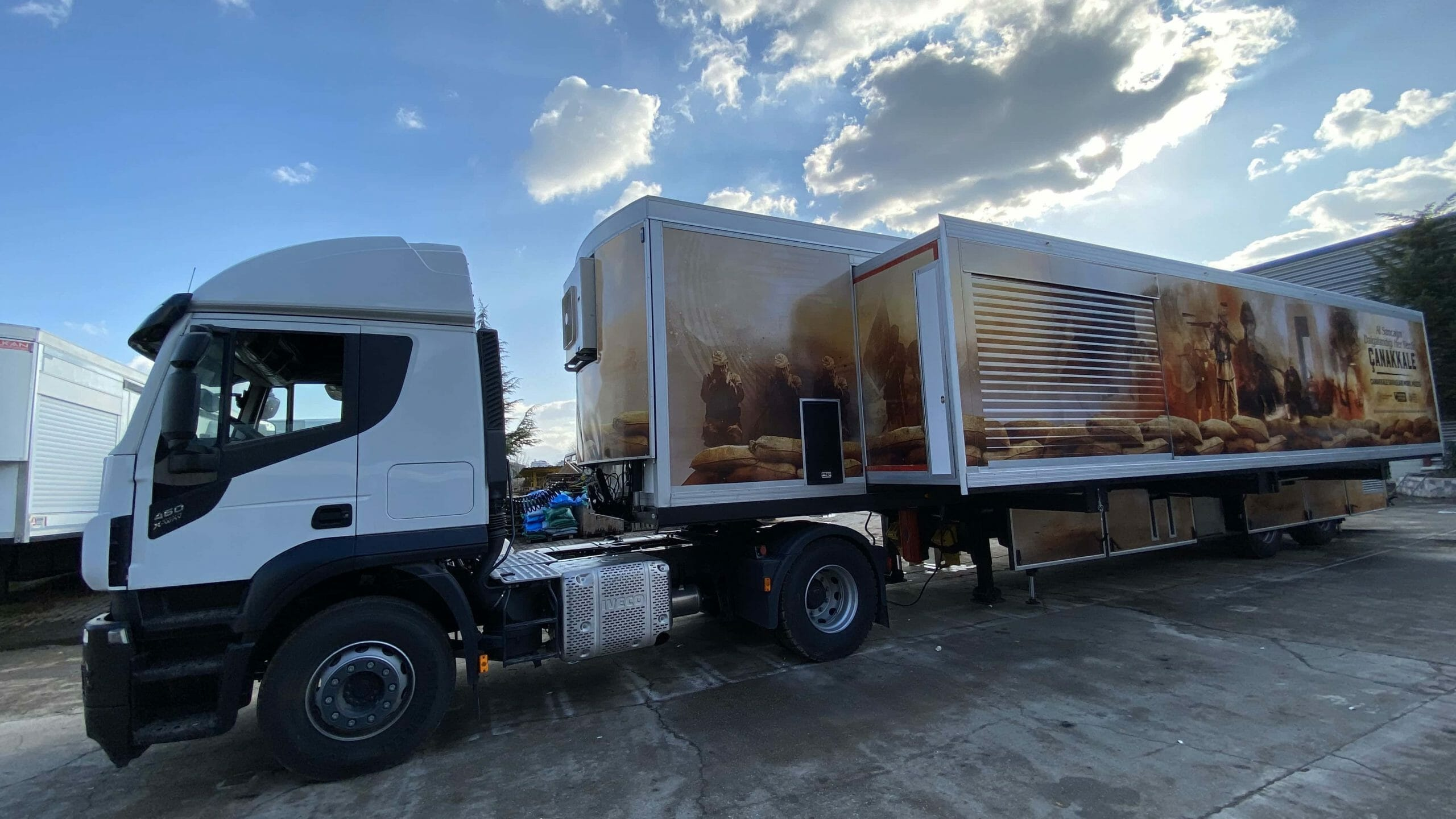 mobile-museum-vehicle-trailer-scaled.jpg